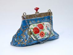 Blue with bird & roeses bag. Traveling inspired, vintage look, colored porcelain bag.  Materials: colored porcelain, luster, metal chain.  Size: 15cm x.10cm x 10cm