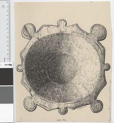 Osebergfunn fra mappe 'Oseberg, øser og kar': trekar 1904 - 316. Tusjtegning av Sofie Krafft. Mål: B: 22 cm, H: 28 cm.