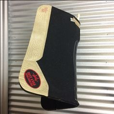 This custom western saddle pad comes with Beige Croc Wear Leathers – Red Best Ever Logo Patch! Free Shipping!