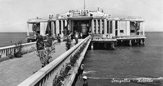 La Rotonda a mare con il pontile  di allora, in una foto anni '30 ...Senigallia, Ancona, Marche.  [rotonda-anni-trenta.jpg (750×400)]