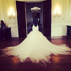 gorgeous gorgeous wedding gown!