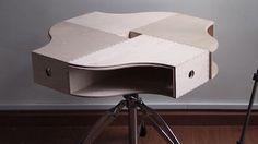 イケア家具の賢い使い方アイデアが満載の「IKEA Hackers」に、またもや仰天のアイデアがありました。4つのマガジンファイルと回転式のス...