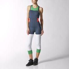 Tento dámský sportovní trikot sjednocuje funkčnost a módu. Má zkrácený úzký střih a nabízí víc než jen vyrýsování vašich křivek. Horní díl svykrojenými zády a všitou podprsenkou vám poskytne zpevnění vprůběhu celého cvičení. Trikot je vyroben ztkaniny climalite®, která odvádí pot od pokožky, avpase má elastické pásky snezaměnitelným stylově kontrastním logem adidas Stellasport.
