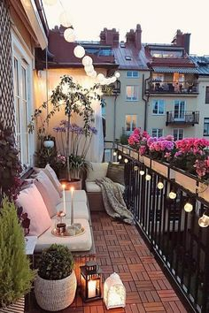 Cute and cozy balcony studio inspo balcony bedroom cozy bedroom design cozy bedroom colors Apartment Balcony Garden, Apartment Balcony Decorating, Apartment Balconies, Small Balcony Design, Small Balcony Decor, Small Patio, Balcony Ideas, European Apartment, Bohemian Bedroom Design