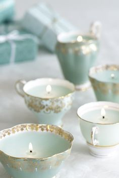 Vintage Wedding Ideas That Wont Break Your Budget Tea cups scream vintage! By the way, tea tins (with tea ini them) also make great wedding favors! By the way, tea tins (with tea ini them) also make great wedding favors! Teacup Candles, Diy Candles, Ideas Candles, Candle Cups, Homemade Candles, Candle Wax, Blue Candles, Decorative Candles, Making Candles