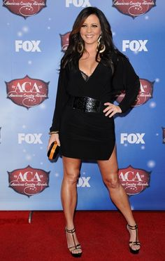 Sara Evans - Sara Evans Photos - Arrivals at the American Country Awards - Zimbio Country Female Singers, Country Music Singers, Hot Country Girls, Country Women, American Country Music Awards, Plaid Shirt Outfits, Sara Evans, Martina Mcbride, Female Stars