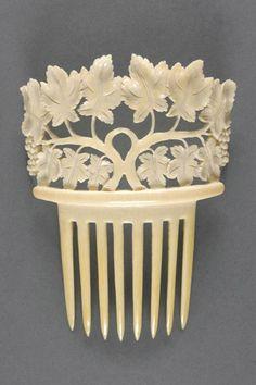Spanish Comb, 19th century. Ivory.