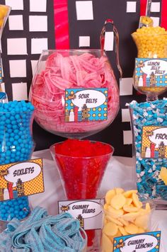 What's a Superhero-themed party without a Super Hero Candy Buffet? Guests can enjoy candy in the form of superhero-style. Superman Birthday Party, Girl Superhero Party, Superhero Baby Shower, Avengers Birthday, Batman Party, Boy Birthday, 3rd Birthday Parties, Wonder Woman Birthday, Wonder Woman Party