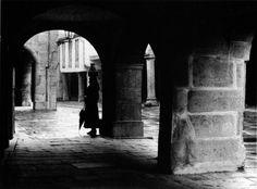 Leiteira na rúa do Vilar, ca. 1940 | Milkmaids in Vilar street, ca. 1940