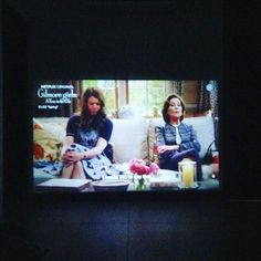 The girls are back! So much fun with projector and Gilmore fans and pizza and bhelpuri and tequila and popcorn and chip dip. No spoilers! #delhidiary #gilmoregirls