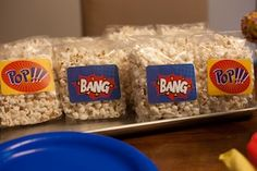 Super Hero food table idea, and plenty of other great ideas for a superhero party! Superman Birthday, Avengers Birthday, Batman Party, Superhero Birthday Party, 4th Birthday Parties, Birthday Treats, 5th Birthday, Superhero Treats, Super Hero Food