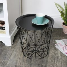 Black Wire Metal Basket Table with Tray Top - Melody Maison® Metal Furniture, Industrial Furniture, Industrial Bedroom, Metal Baskets, Storage Baskets, Black Metal, Black Basket, Coffee Table With Storage, Modern Coffee Tables