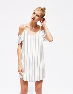 Φόρεμα slipdress με μανίκια βολάν