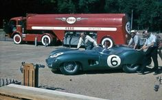 1959 Le Mans 24h, pesage, David Brown Racing Dept. with the Aston Martin DBR1/300 nr6 (Trintignant-Frère) 2nd .