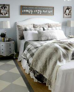 Amazing Farmhouse Bedroom Ideas 17