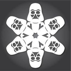「雪の結晶スター・ウォーズ」切り絵のつくり方 http://wired.jp/2013/12/09/starwars-snowflake/ 幼稚園や小学校の時、クリスマス前にはサンタクロースや靴下、リースなどの工作を楽しんだ方は多いのでないでしょうか? グラフィックデザイナーのアンソニー・エレーラは、映画『スター・ウォーズ』のキャラクターやアイテムの形をした雪の結晶の切り絵を毎年発�