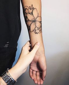 Flora tattoos have become so common today. Traditionally especially in the Western countries, these tattoos were mainly common among women. However, men have continued to embrace these tattoos day by day. Trendy Tattoos, Cute Tattoos, Beautiful Tattoos, Tattoos For Women, Tattoos For Guys, Forearm Tattoos, Body Art Tattoos, New Tattoos, Girl Tattoos