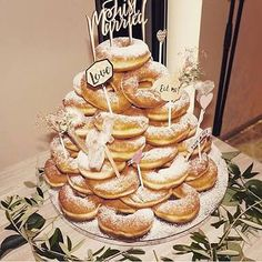 ケーキ入刀にファーストバイトと結婚式の披露宴にはかかせないウェディングケーキ** こだわりのウェディングケーキを準備したいけど...どんな物がいいか迷っているプレ花様の為に、インスタで見つけた可愛いすぎる♡ウェディングケーキをまとめましたので紹介させて頂きます♫是非参考にして下さいね**