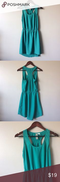 🆕 Green dress Gorgeous green dress with slight high-low hem. Perfect for spring paired with strappy sandals!  -100% polyester -a few loose threads (pictured), otherwise excellent condition  -note that the color is a bit more green than in photos Mimi Chica Dresses High Low