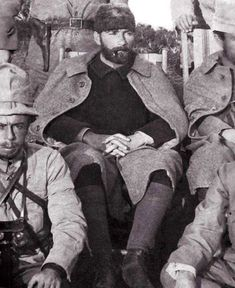 Historical Times Mustafa Kemal Atatürk, founder of the Republic of Turkey with a full beard. Republic Of Turkey, The Republic, Historical Quotes, Historical Pictures, Foto Transfer, Riders On The Storm, The Legend Of Heroes, Full Beard, History Photos