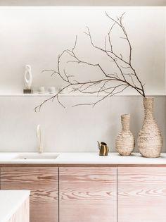 Daytrip creates modern living spaces below Powerscroft Road townhouse Townhouse Interior, London Townhouse, Wabi Sabi, Victorian Townhouse, Mug Design, Inspiration Design, Interior Inspiration, Kitchen Inspiration, Tadelakt