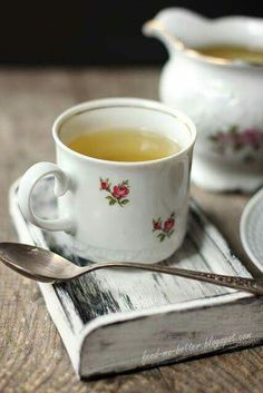 Image about tea in A cuppa. Coffee Break, Coffee Time, Tea Time, Coffee Cup, Chocolate Cafe, Tea And Books, Cuppa Tea, My Cup Of Tea, Mini Desserts