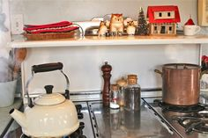 see how you can decorate your stove?  cool, huh?