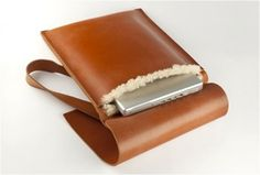 TAN LEATHER LAPTOP BAG WITH SHEEPSKIN LINING - http://www.gadgets-magazine.com/tan-leather-laptop-bag-sheepskin-lining/