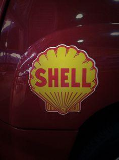 shell Royal Dutch Shell, Oil Industry, Sign I, Retro Design, Shells, Advertising, Rustic, Logos, Vintage