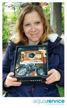 ¡A disfrutarla! Karina y su cámara, regalo Aquaservice del sorteo del Día de la Madre. ¡Gracias por la foto!