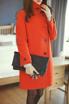 egy vibráló színű kabát  a hideg napokra