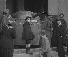 WW1 - French soldiers - Verdun 1916  - Paris exhibition