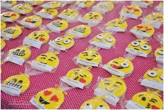 These delicious emoji cookies were also perfect Bat Mitzvah place cards! | MitzvahMarket.com