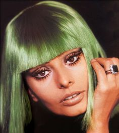 Love 60's Mod Makeup, thanks Hippie Couture.