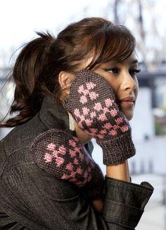 Free pattern..Smitten Mittens, by Karen Baumer  http://www.caron.com/vickiehowell/patterns/smitten_mittens/smitten_mittens.html