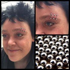 Som perler på en snor! 3 gange øjenbryn i kirurgisk stål på denne seje kvinde ❤️💪🏾   Ses i dag hos Artistic på Vesterbro 11-18 ❤️🙏🏾