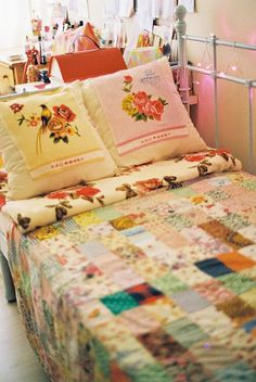 cute cottage daybed in the studio