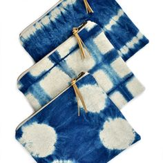 Shibori zip pouch – stripe pattern – indigo dyed linen – finished with a brass zipper and a gold-flecked leather pull