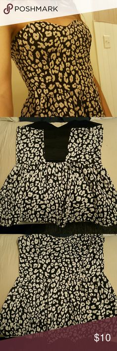 Strapless cheetah top Cheetah tube top, 3 bands in the low cut back Tops