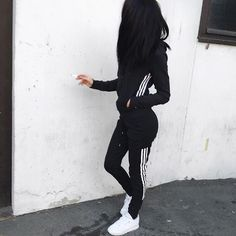 One of my favorite brands to sport, is adidas. Style Outfits, Sporty Outfits, Swag Outfits, Fall Outfits, Cute Outfits, Fashion Outfits, Baseball Outfits, Fashion Ideas, Gina Lorena