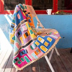 Shereo's crochet pattern+video tutorial of colorful towns blanket Cozy House, Have Time, Crochet Patterns, Outdoor Blanket, Colorful, Handmade, Stuff Stuff, Cosy House, Crochet Chart