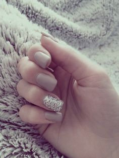 Image via We Heart It https://weheartit.com/entry/161142241 #blakelively #douceur #gel #girl #hiver #nail #nailart #ongles #paillettes #snow #sweet #brille #longnail #couverture #geluv