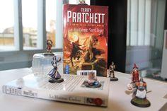 """30 jours / 30 livres : Jour 4 - Votre livre préféré dans votre série de livres préférée. Et toujours selon Valérie le meilleur livre racontant  """"Les annales du Disque-Monde"""" de Terry Pratchett c'est le tome 2 """"Le huitième sortilège""""  #30DayBookChallenge"""