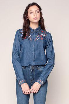 Jacket Style Kurti, Denim Button Up, Button Up Shirts, Denim Fashion, Womens Fashion, Denim Shirts, Love Jeans, Double Denim, Designers