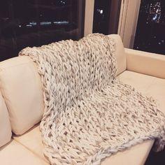 Merino Wool Blanket, Shag Rug, Diy And Crafts, Throw Pillows, Knitting, How To Make, Handmade, Shaggy Rug, Toss Pillows