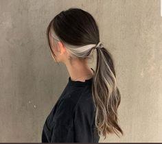 Two Color Hair, Hair Color Streaks, Hair Color Purple, Hair Dye Colors, Green Hair, Hair Highlights, Korean Hair Color, Peekaboo Hair Colors, Under Hair Dye