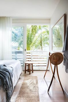 🌟Tante S!fr@ loves this📌🌟Architect Philip Corben and interior stylist Lucy Purchas Corben have built a dreamy seaside beach house in Australia's Byron Bay and opened their doors to give us the grand tour. Bisque Interiors, House Interiors, Orient House, Sweden House, Victorian Cottage, Beach House Decor, Home Decor, Beach Houses, Australian Homes