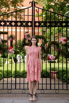 Lela Rose Resort 2018: Anne Hathaway