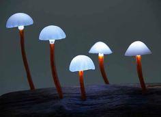 O designer Yukio Takano criou LEDs em forma de cogumelos para iluminar os ambientes de uma maneira diferente.
