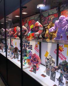 いいね!244件、コメント11件 ― James Groman Design LLCさん(@jgroman60)のInstagramアカウント: 「The King Korpse Artist Custom Auction set up at Tokyo Comicon! Absolutely amazing! Artist from all…」